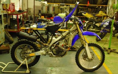A Yamaha WR450 gets some bench time